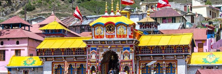 You will find Small shops selling cotton, silk and handicrafts items in Badrinath Uttarakhand. Shopping in Badrinath Shopping Markets India..
